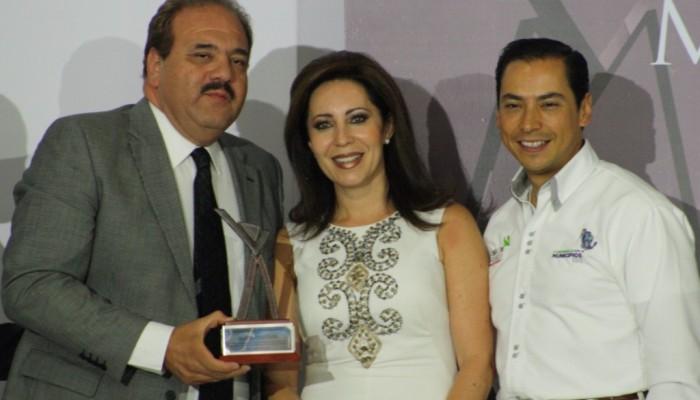 A pesar del nulo trabajo, alcalde presume haber sido reconocido entre los mejores 10 ediles de México.