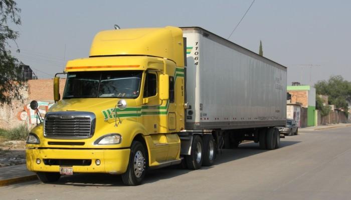 Transporte pesado es la principal causa de daños en vialidades de Soledad