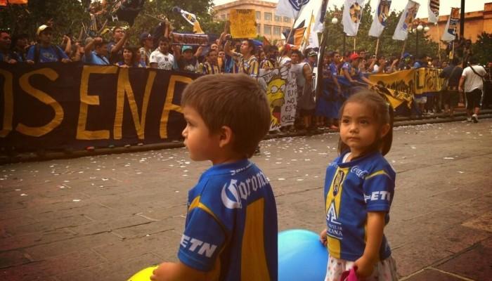 Vuelven a manifestarse y marchan por la ciudad aficionados del San Luis