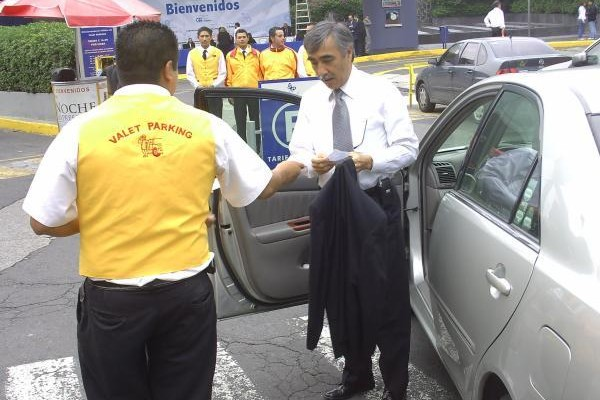 Propone Regidor empadronar a empresas y trabajadores de los Valet Parking