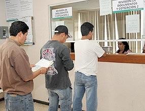 Inicia la Secretaría de Finanzas descuentos en licencias, tenencia y repecos