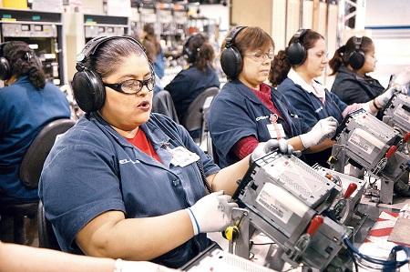 Ocupación en el sector manufaturero creció un 3% al cierre de 2016: INEGI