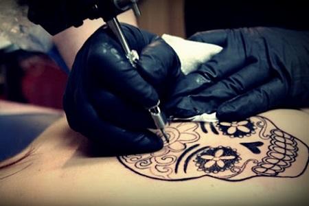 Propone diputado mayor regulación y registro de estudios de tatuajes