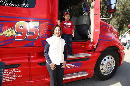 Diuy y el DIF Estatal le cumplieron su sueño a Oscar Alejandro
