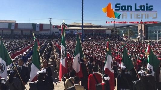 Más de cinco mil niños juraron lealtad a la Bandera  [VIDEO]