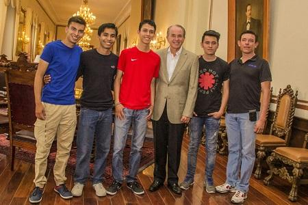 Abanderó JM Carreras a alumnos que participarán en mundial de robótica