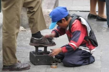 Miles de niños viven su infancia trabajando en SLP