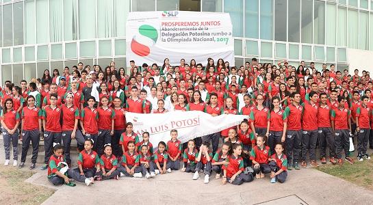 JM Carreras abanderó a delegación potosina de la Olimpiada Nacional Juvenil