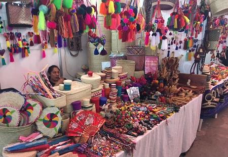 Pabellón Artesanal de Fenapo, garantía de comercialización para artesanos