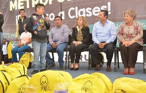 Alcalde Ricardo Gallardo gestiona más apoyos para estudiantes