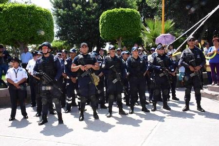 En multitudinario pase de revista, respalda alcalde de Soledad a su corporación policiaca