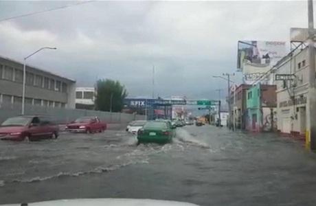 Rebasan a autoridades, las lluvias atípicas que provocaron inundaciones
