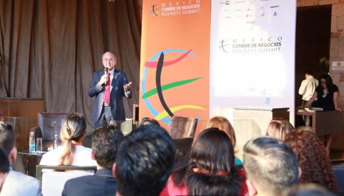 Arranca Cumbre de Negocios; JMC habla ante jóvenes