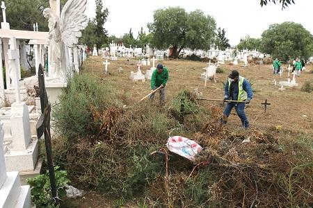 Se preparan cementerios municipales para la celebración de Día de Muertos