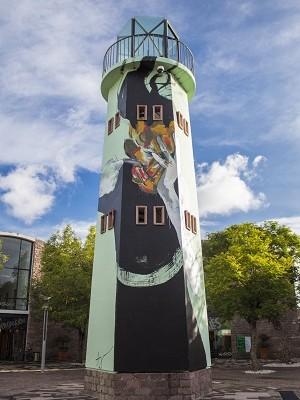 Artista visual del FONCA, pintó mural en el CEART basado en Los Cantos de Maldoror
