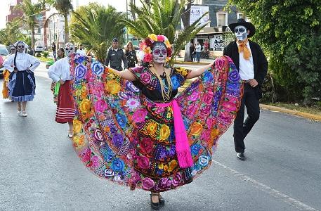 Algarabía en el Desfile Municipal de Día de Muertos