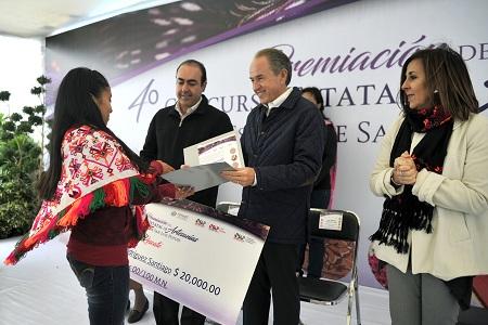Premia JM Carreras a los ganadores del 4o Concurso Estatal de Artesanías