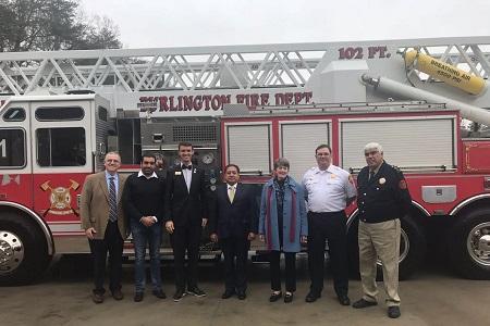 Recibe alcalde de Soledad, camión de bomberos donado por la Ciudad de Burlington