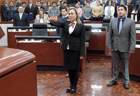 Toma protesta nueva diputada y piden licencia otros dos legisladores
