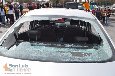 Escala la violencia. Taxistas atacan y dañan vehículos de UBER y de particulares  [VIDEO]