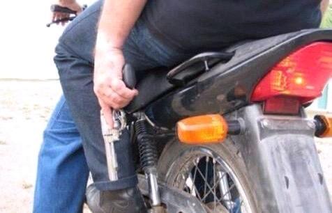 Podrían regular el número de tripulantes de una motocicleta, para evitar delitos