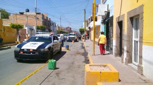 Retiran objetos que apartaban lugar de estacionamiento en primer cuadro de Soledad