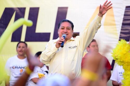 Más becas educativas y plánteles mejor equipados, propone Gilberto Hernández Villafuerte