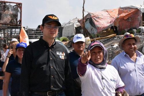 Xavier Nava se reunió con pepenadores del tiradero de Peñasco