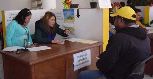 Buena respuesta en el pago de refrendos de comercios en Soledad