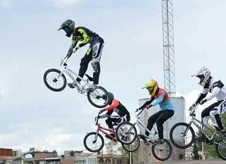 Potosinos campeones en el nacional de ciclismo BMX.