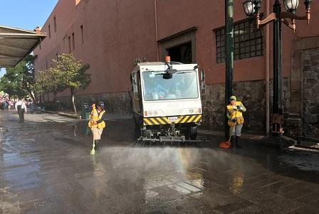 Gobierno Municipal intensifica limpieza en los siete barrios y el Centro Histórico por temporada vacacional.