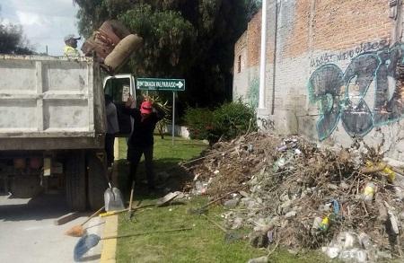 Se mantienen acciones conjuntas de limpieza en la vía pública.