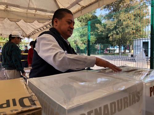 A temprana hora, acudió a votar Hernández Villafuerte
