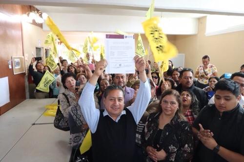 Gilberto Hernández Villafuerte recibió constancia como alcalde reelecto de Soledad