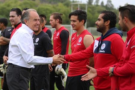 Reconoce gobernador Carreras a la academia de futbol del Atlético de San Luis.