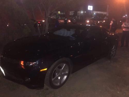 Policías municipales detienen a joven con lujoso auto, con reporte de robo