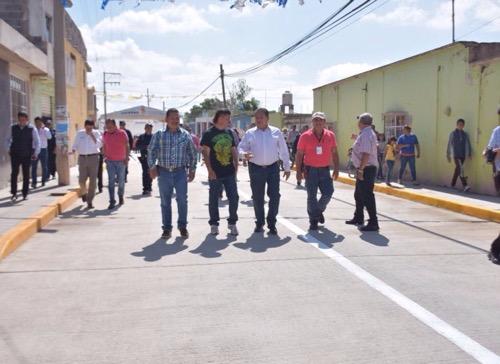 Alcalde de Soledad entregó obra de pavimentación en Los Gómez