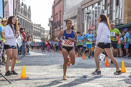 Cifrarécordde más de 6 mil participantes, en el XXXVIIMedio Maratón de la UASLP