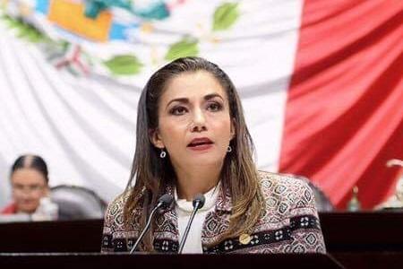 Josefina Salazar se pronuncia en contra de la Iniciativa de Ley para despenalizar el aborto