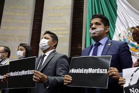 Diputados federales del PRD rechazan en tribuna mordaza impuesta por Morena