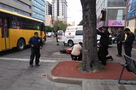 Motociclista y dos peatones resultan lesionados en Av. Carranza