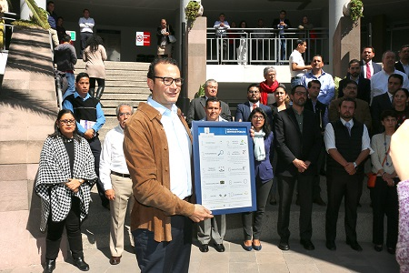 Entregó el alcalde XNP, decálogo a funcionarios municipales