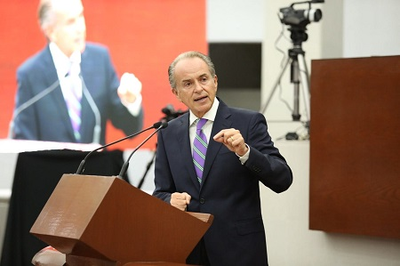 En su comparecencia, llama JM Carreras a debatir la regulación responsable de las drogas