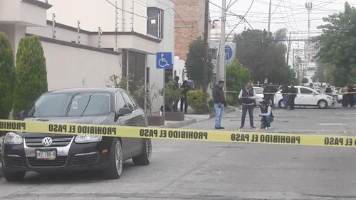 Balacera por robo a financiera, deja un policía sin vida y dos maleantes heridos [Video]