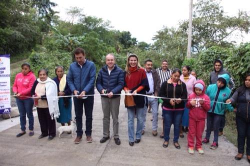 JM Carreras entregó obras de infraestructura educativa y urbana en Matlapa