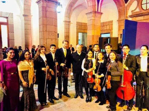 """""""Ensamble de Jóvenes Talentos Potosinos"""" participan en el encendido del tradicional nacimiento en Palacio de Gobierno"""