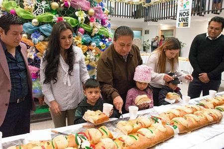 Partieron Rosca de Reyes monumental en el Ayuntamiento de Soledad