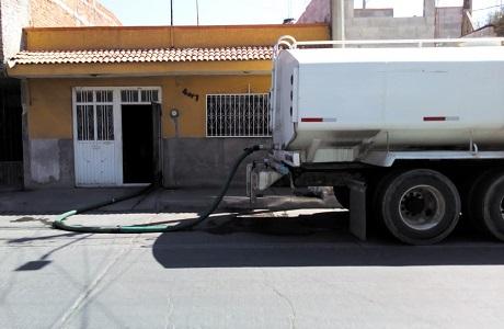 Interapas continúa con el abasto de agua a colonias afectadas por falla de pozos en Soledad