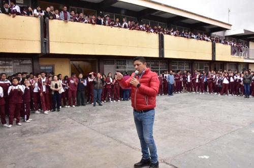 Cuatro bancadas pedimos al Presidente una verdadera reforma educativa: Gallardo Cardona