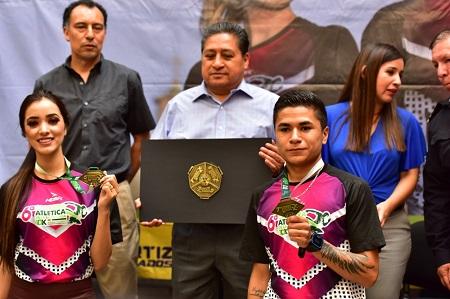 Alcalde de Soledad presentó la playera y medalla de la Carrera de la Enchilada 2019